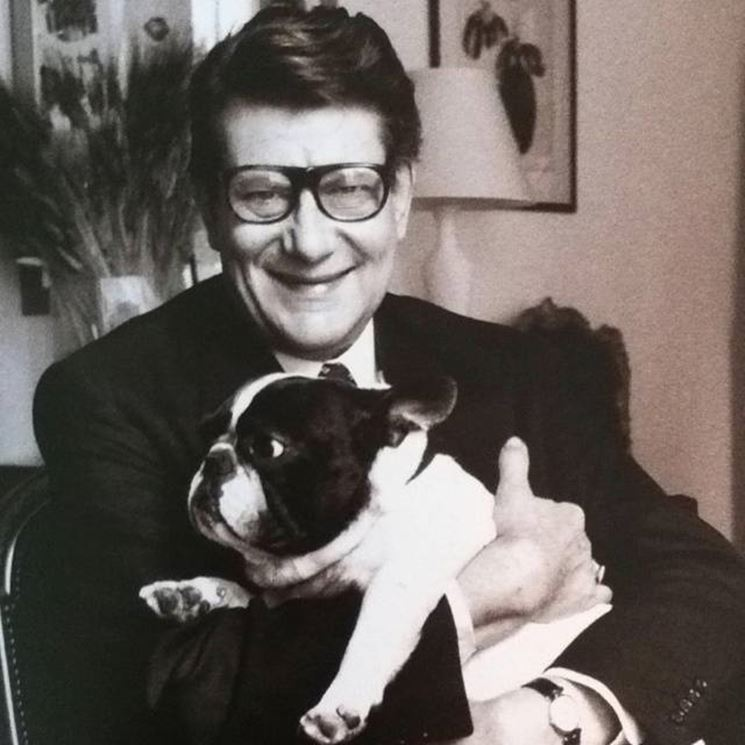 Yves Saint Laurent e il suo bulldog francese